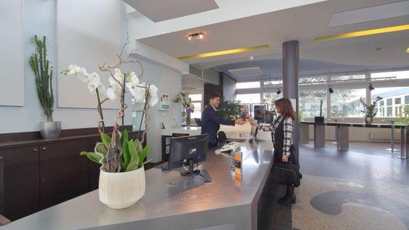 hotel-location-salle-réunion-hall-d'accueil