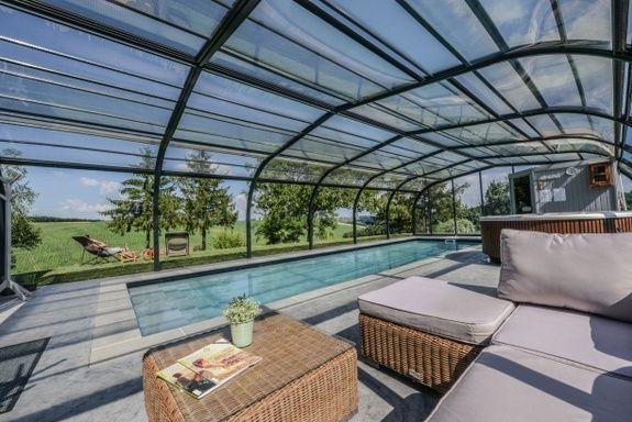 gite-oasis-toulouse-espace-detente-piscine-canape