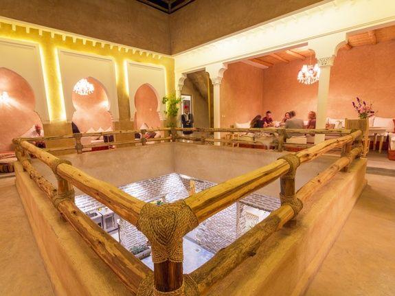restaurant-marocain-marrakech-salon-restaurant-mama-beldi-repas