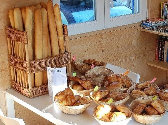 camping Le Clapas restaurant Cla-pasta fresh bread in the morning
