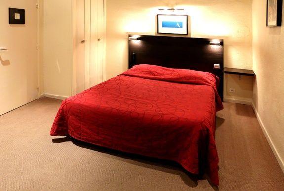 hotel-place-de-la-comedie-montpellier-chambre-couette-oreiller-lit-cadre