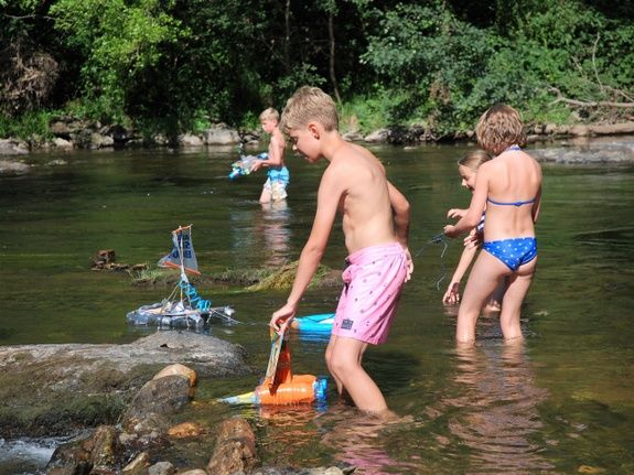 joué dans la rivière