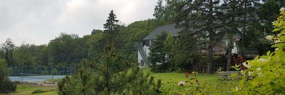 Hôtel Far Hills, Cedar Lodge