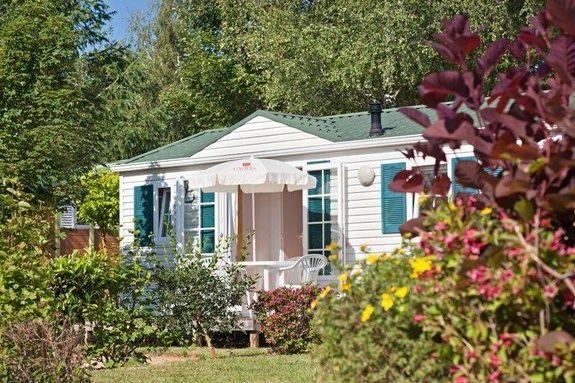 loggia confort + exterieur camping familial piscine Aveyron lac de pareloup
