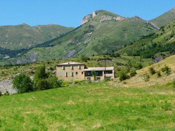 grand-gite-pmr-paca-gite-les-robines-nature-montagne