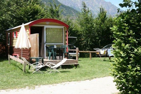 roulotte camping familial montagne Alpes d'Huez