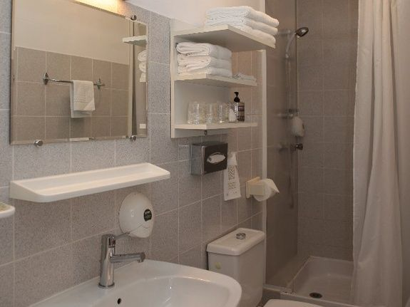 hotel-restaurant-alpes-maritimes-chambre-triple-standard-sdb