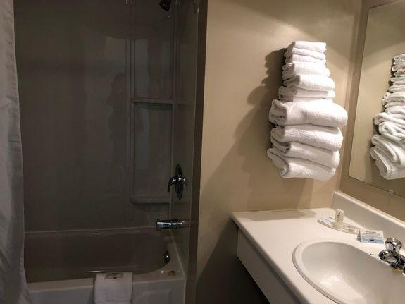 hotel-iles-de-la-madeleine-chateau-madelinot-salle-de-bains