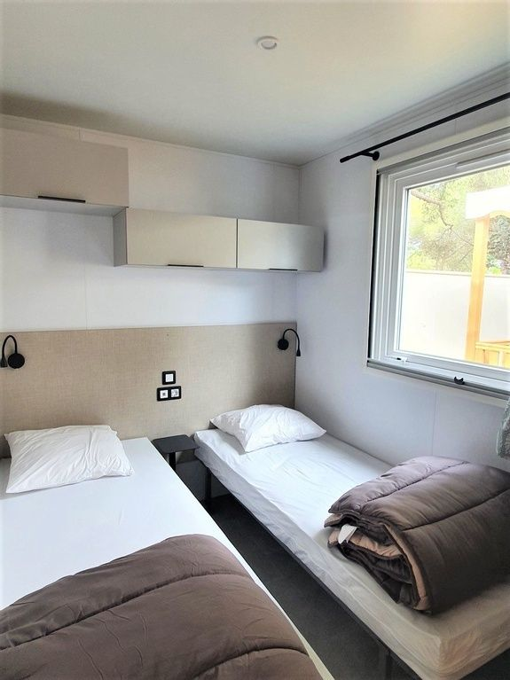 loggia premium chambre 01 - camping familial meze plage piscine