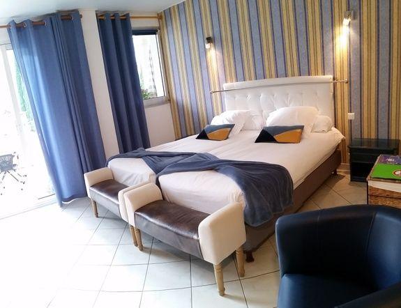 chambre_Cézanne_ studio_location de vacances st raphael