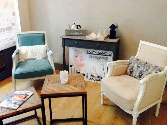 institut-de-beaute-lyon-attente-fauteuil-table