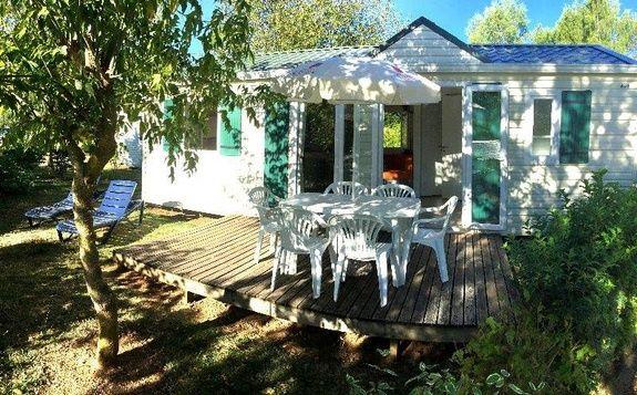 loggia confort exterieur camping familial piscine Aveyron lac de pareloup