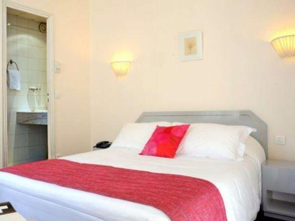 Pr sentation de la chambre chambre double chambre double for Chambre 19 paris