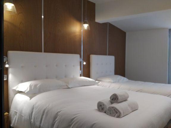 hotel-le-florian-cannes-chambre-lit-serviette-oreiller