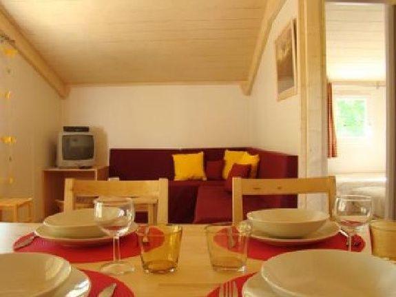 salon chalet en bois etang vallier resort brossac