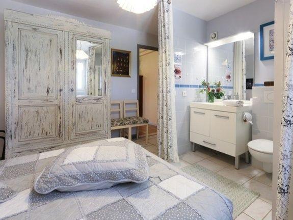La chambre et salle de bain