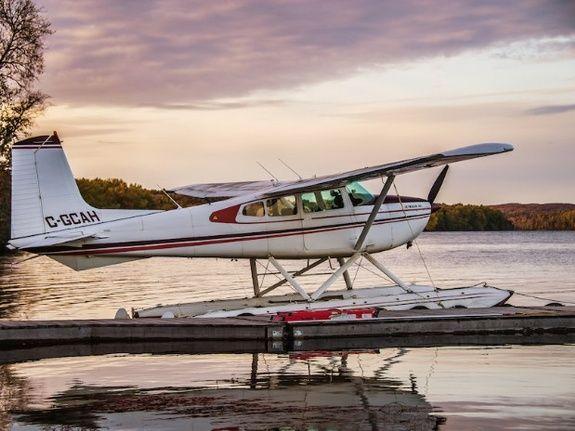 Cessna 180 à l'Hydrobase