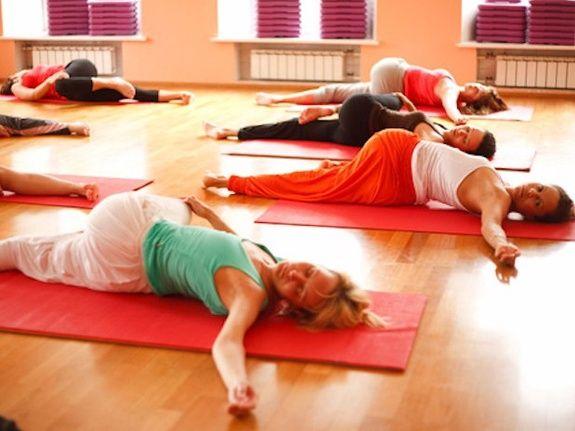 yoga cours collectifs confiance détente et bien-être Paris