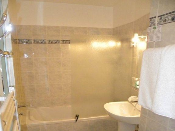 chambre double coté mer salle de bain