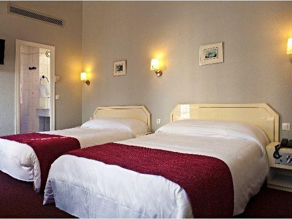 Pr sentation de la chambre chambre quadruple chambre for Chambre 19 paris
