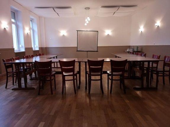 location-gite-salle-de-reception-cattenom-thionville-casino-de-la-mine-evenement-chaise-table-tableau