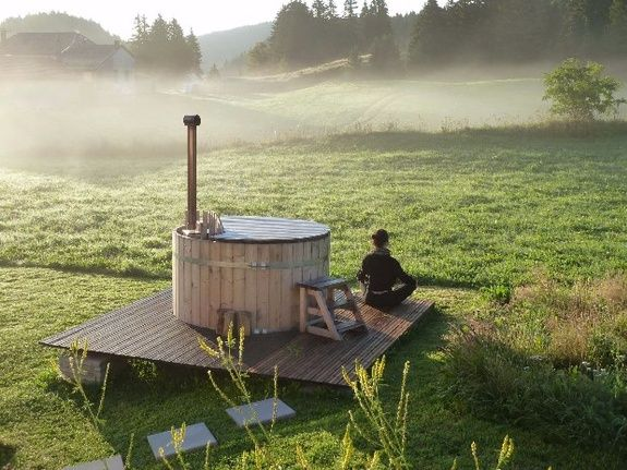 gite-randonnée-jura-hot-tub