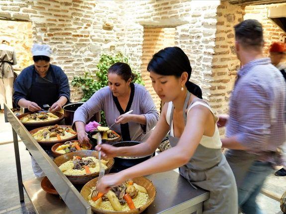 restaurant-marocain-marrakech-cours-cuisine-couscous-viande-legume-hote