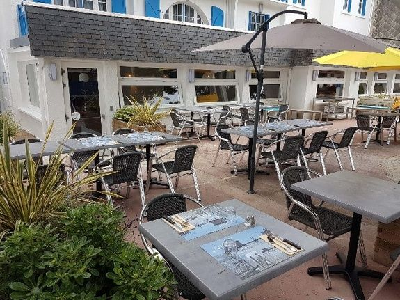 villa-bettina-la-baule-ussim-vacances-terasse-restaurant