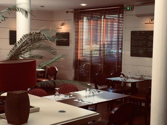 salle restaurant le monarque blois centre