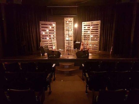 salle-auditorium-chateau-madelinot-hotel-iles-madeleine-accents