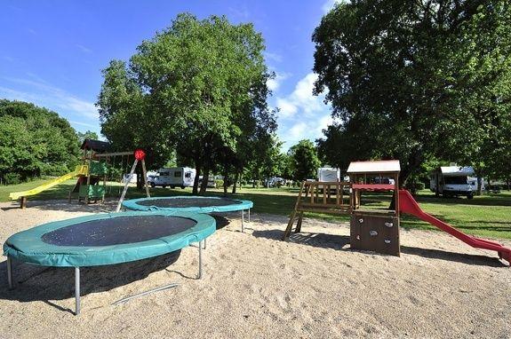 jeux enfant et trampoline activités sur place