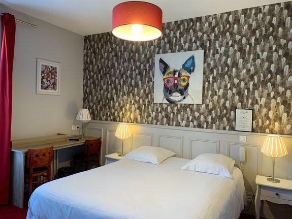hotel-anne-de-bretagne-blois-centre-ville-chambre-triple-superieure-balcon-famille-3-personnes