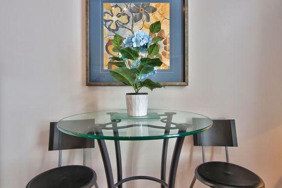 hotel-proche-palais-des-congres-montreal-studio-table-haute
