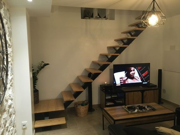 fabricant-escalier-metal-bois-design-tv-television-table-lustre-meuble