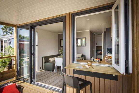loggia premium terrasse camping Hautes-Alpes familial piscine escalade
