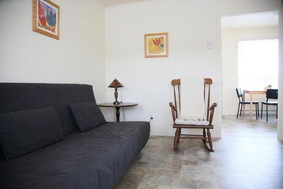 motel-sainte-flavie-chambre-appartement-1-chambre-vue-mer-salon