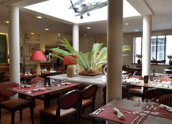 salle de restaurant le monarque blois centre