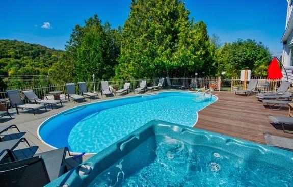hotel-spa-laurentides-vue-fleuve-piscine