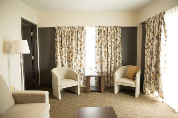 hotel-iles-de-la-madeleine-salon