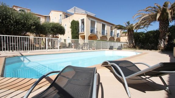 hotel-leucate-plage-appart-studio-equipes-6-personnes-terrasse