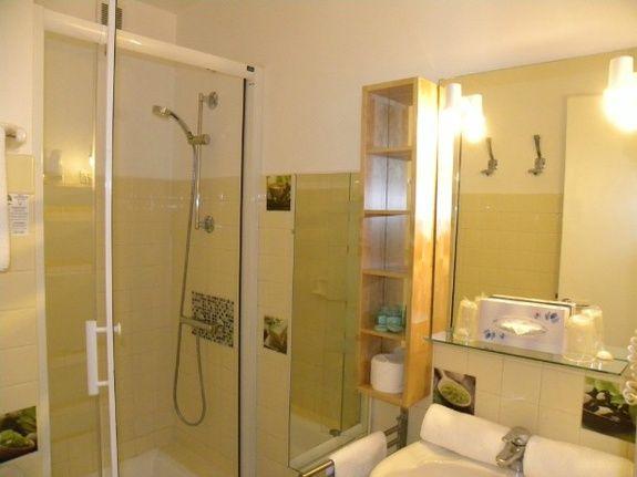 chambre double coté mer salle d'eau avec douche