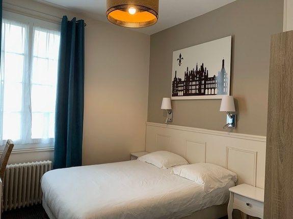 hotel-anne-de-bretagne-blois-centre-ville-chambre-double-avec-salle-de-bains