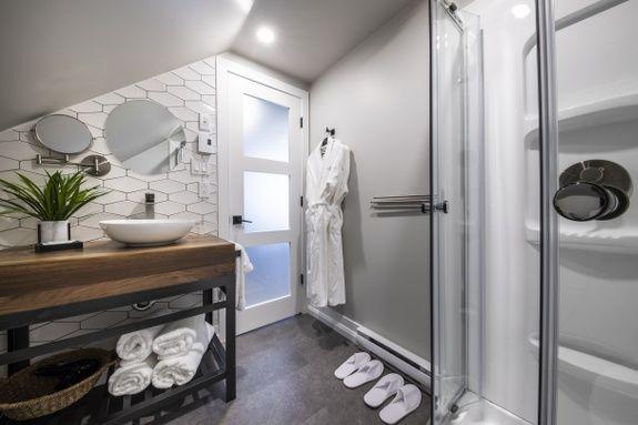 hotel-proche-aéroport-sherbrooke-suite-supérieure-salle-de-bain