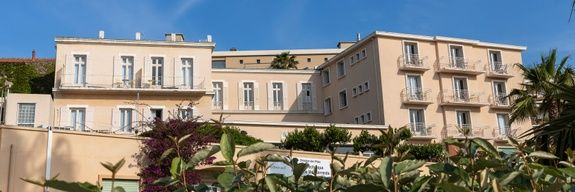 hotel-port-bandol-vue-mer-façade-exterieur