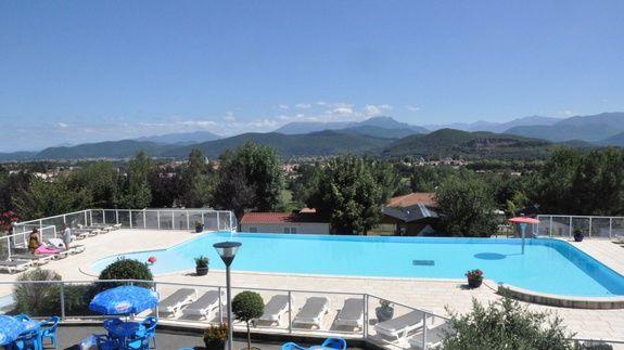 camping-familial-avec-piscine-midi-pyrennees-vue