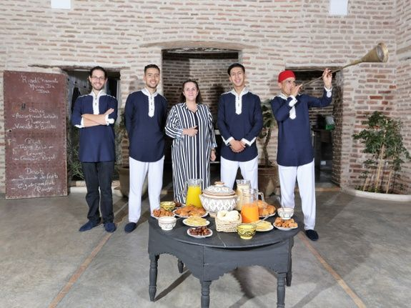 restaurant-marocain-marrakech-equipe-mama-beldi-repas