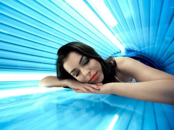 Young-woman-undergoing-tanning-skin-treatment-in-solarium