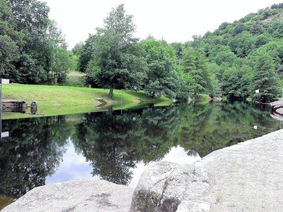 Plan d'eau de Retourtour camping de retourtour 3 etoiles ardeche riviere piscine