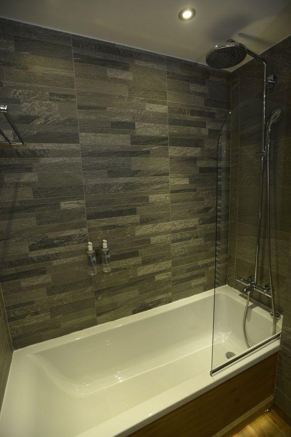 hotel-bas-des-pistes-val-isere-chambre-classique-bain