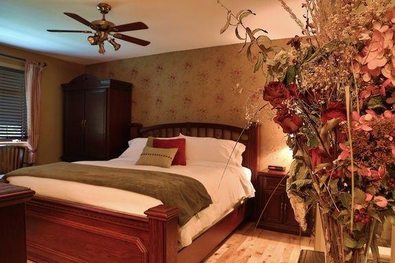 auberge-spa-saint-sauveur-chambre-paon-romantique